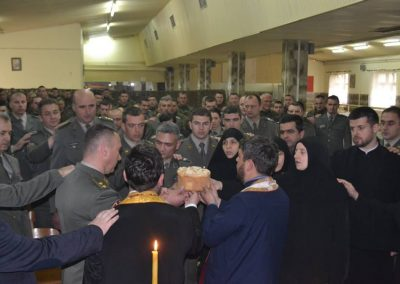 47-Rezanje slavskog kolaca kasarna Raska 2017
