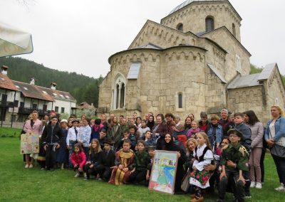 Skola, vojska i crkva na jednom mestu 10